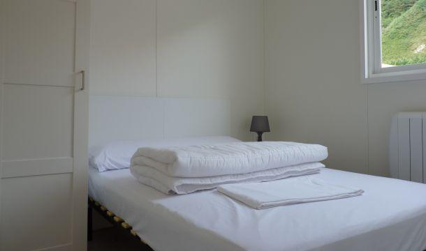 Ohe bikoitzeko logela / Habitación cama doble / Double bed r